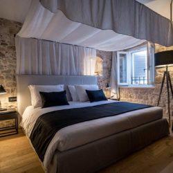 hotel murum bedroom